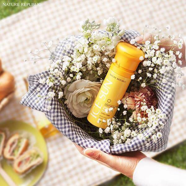 Kem chống nắng clear ice puff nature republic
