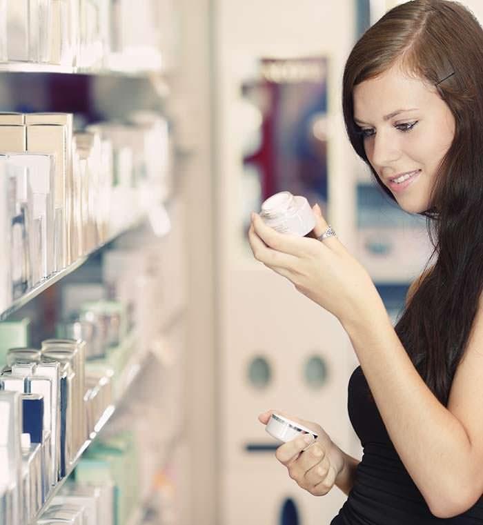 Kiểm tra thành phần và nguồn gốc rõ ràng trước khi mua mỹ phẩm