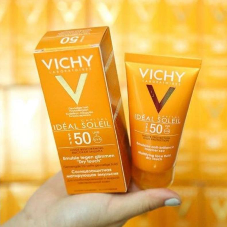 Kem chống nắng Vichy không gây nhờn rít da SPF50 chống tia UVA và UVB (có màu).