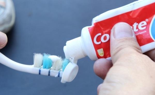 Kem đánh răng