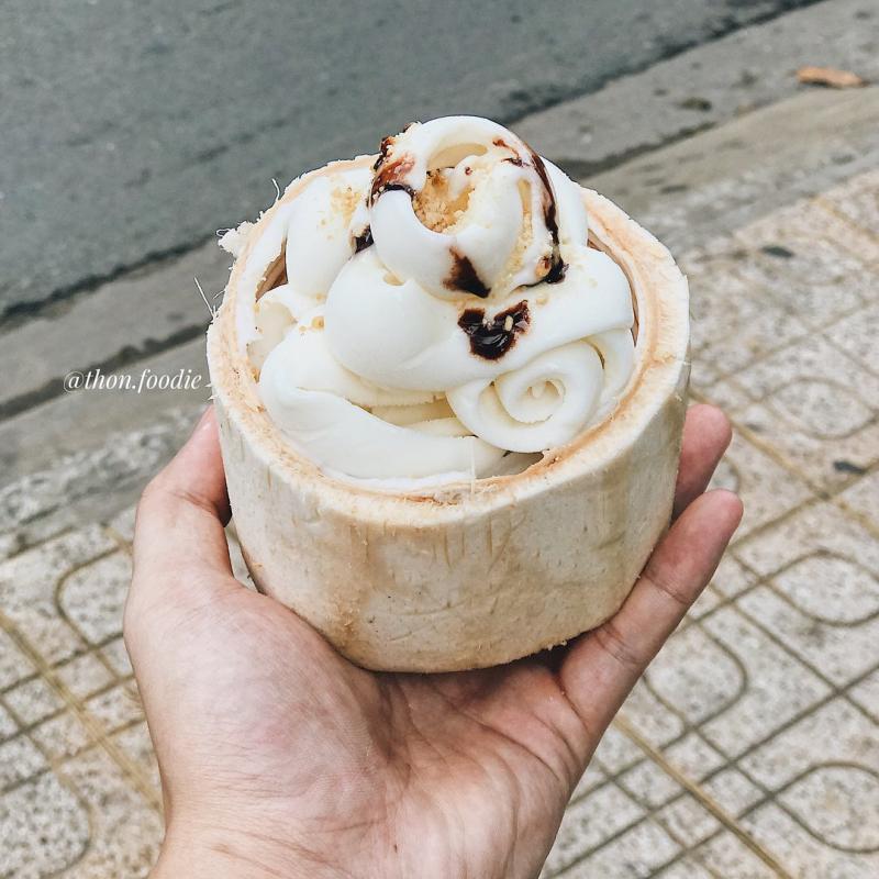 Kem dừa mát lạnh được nhiều thực khách yêu thích