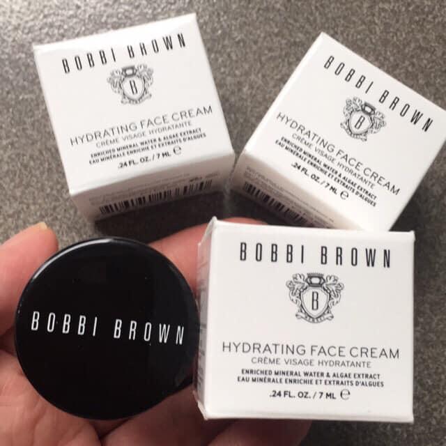 Kem dưỡng ẩm Bobbi Brown - Hydrating Face Cream tụng ca với bản năng cung cấp nước với kiến trúc giàu độ ẩm, nhẹ nhõm giúp kem thẩm thấu vào da.