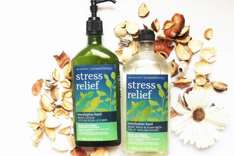 Sữa dưỡng thể Bath & Body Work dòng Aromatherapy Stress Relief (300.000 VNĐ/chai 192ml)