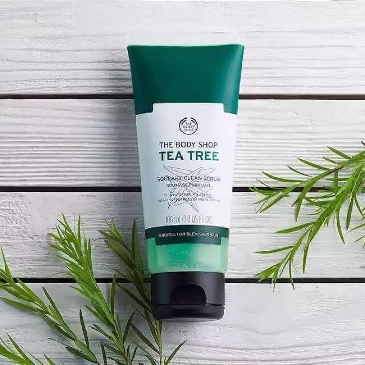 Kem tẩy tế bào chết da mặt The Body Shop Tea Tree Squeaky-Clean Scrub
