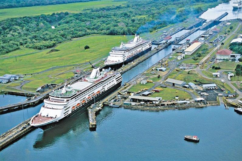 Kênh đảo Panama là một trong những công trình nhân tạo kỳ vĩ nhất của loài người