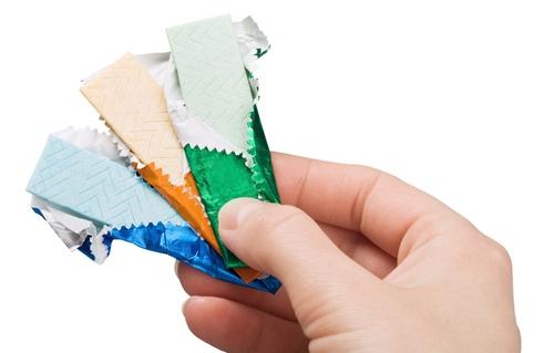 Kẹo cao su và thuốc xịt miệng