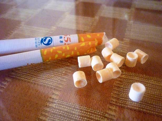 Có nguồn gốc từ Trung Quốc, loại kẹo này có hình dáng giống như một điếu thuốc lá thông thường.