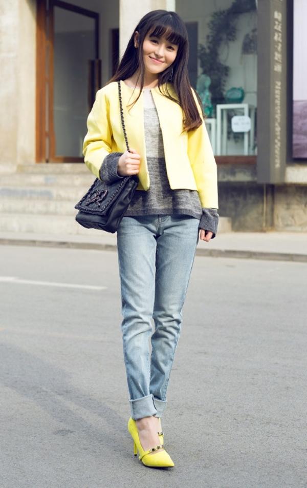 Hãy chú ý để trang phục và phụ kiện có màu sắc hài hòa với nhau