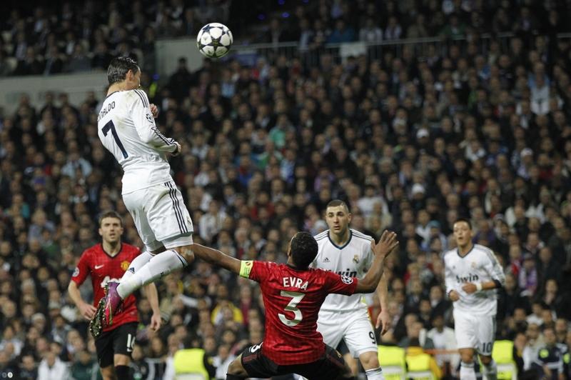 Tình huống Ronaldo đánh đầu ghi bàn trong trận đầu với MU