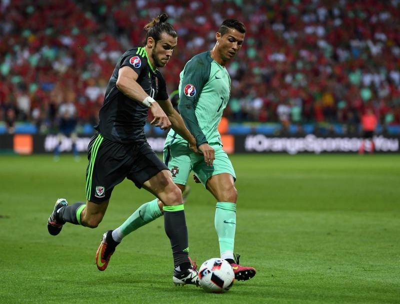 Ronaldo đang đuổi theo Bale