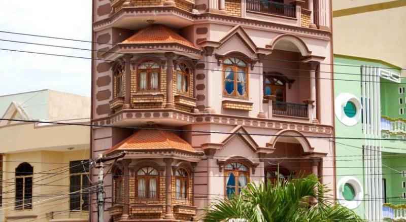 Khách sạn Âu Cơ 2 Quy Nhơn là khách sạn bên bờ biển