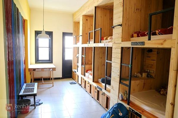 Phòng tập thể mỗi người một phòng, với giường xếp tầng