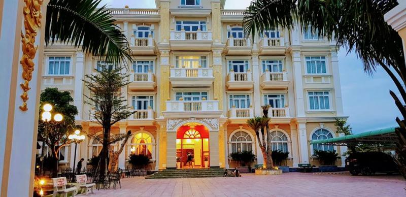 Khách sạn Blue Star