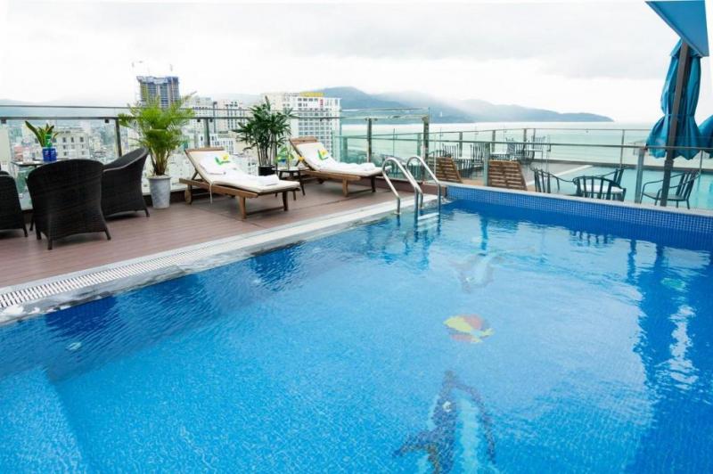 Hồ bơi khách sạn Dana Marina Đà Nẵng