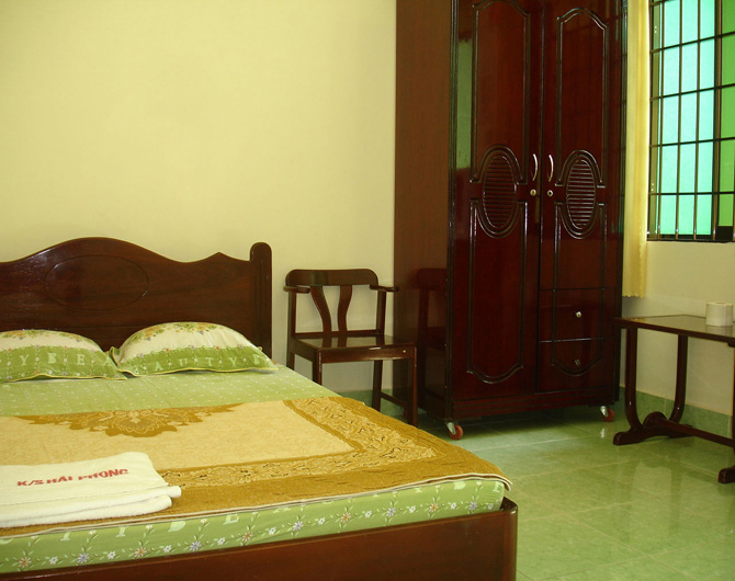 Hai Phong Hotel is designed in cool green color