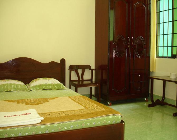 Khách sạn Hải Phong được thiết kế màu xanh mát rượi