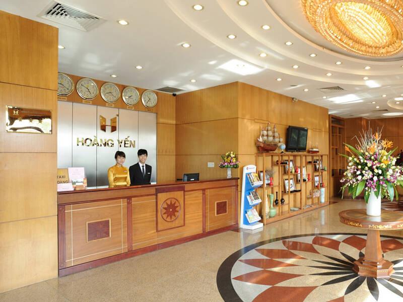 Sảnh khách sạn Hoàng Yến
