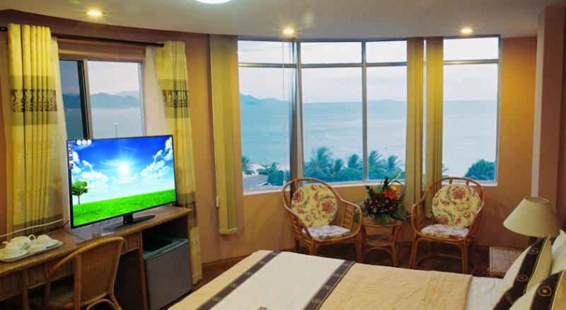 Với hơn 20 phòng nghĩ rộng rãi, thoáng mát, hệ thống phòng đều hướng ra biển sẽ mang lại cảm giác thoải mái