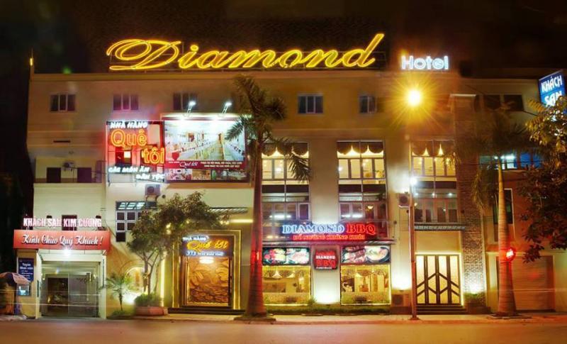 Mặt trước của khách sạn Diamond Hotel