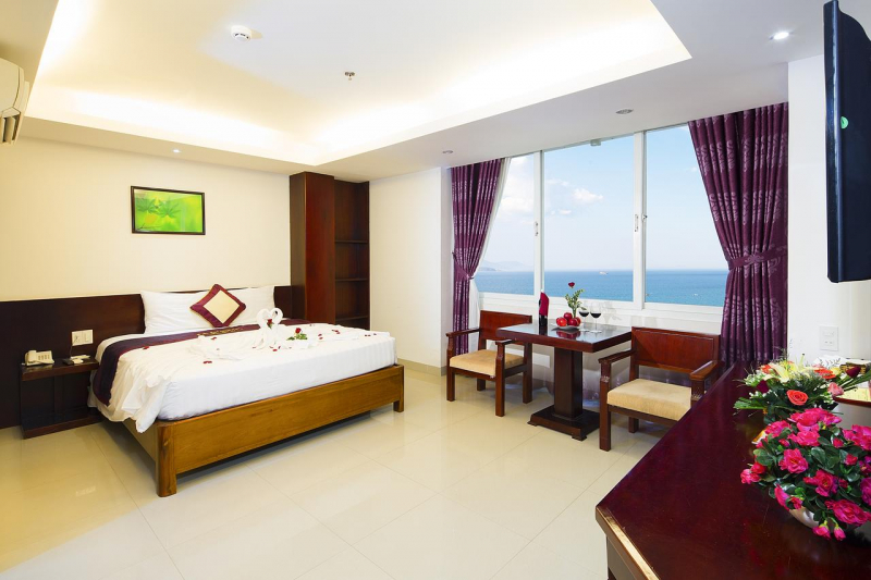 Spacious room, overlooking the sea