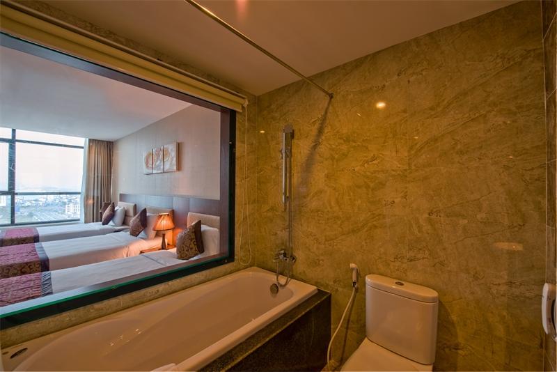 Phòng tắm ở Mường Thanh Grand Đà Nẵng