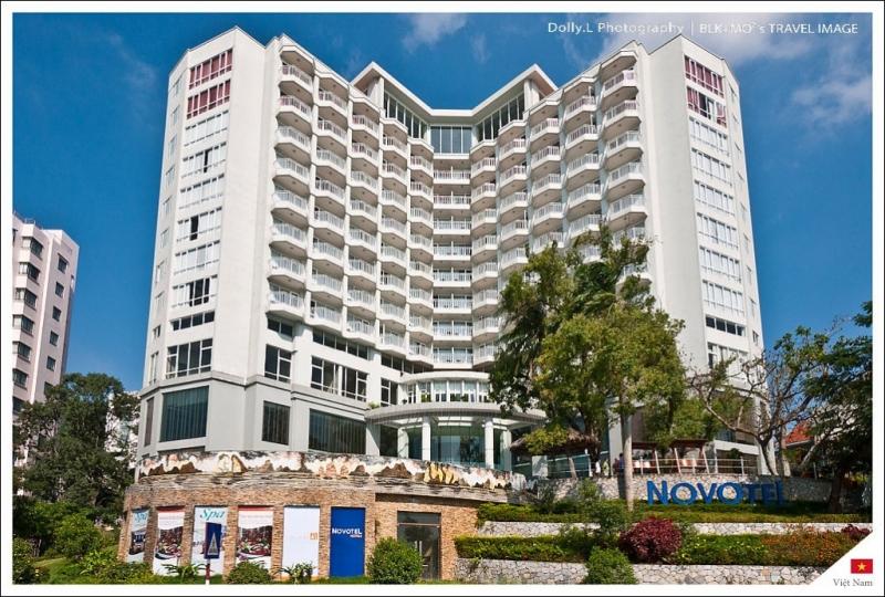 Nhìn từ ngoài khách sạn Novotel Hạ Long