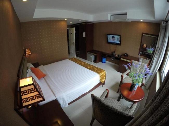 Khách sạn One World
