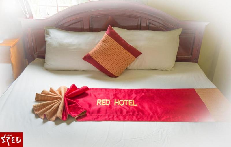 Giường ngủ được trang hoàng đẹp mắt