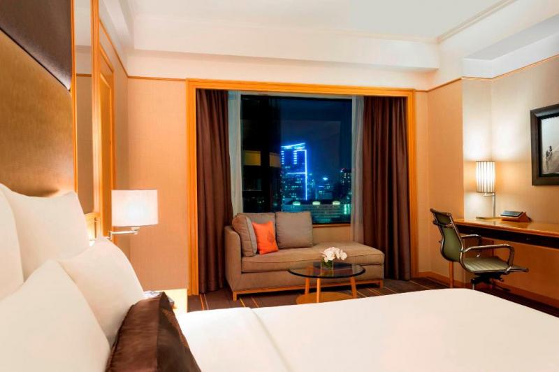 Phòng tại khách sạn Renaissance Riverside