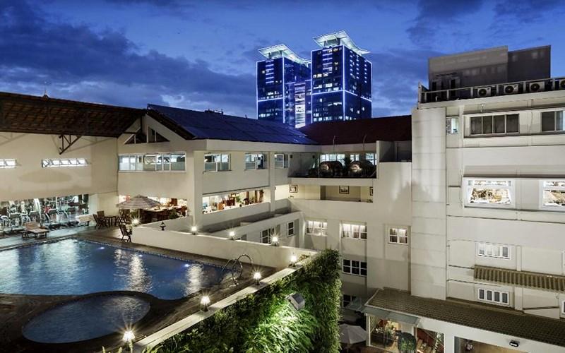 Hồ bơi ngoài trời tại Rex Sài Gòn Hotel