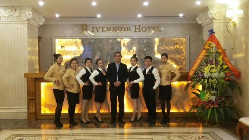 Đội ngũ nhân viên chuyên nghiệp tạ khách sạn Riverside