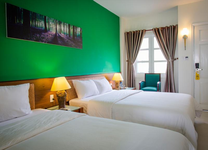 Khách sạn gồm có 95 phòng nghỉ đều được trang bị đầy đủ các thiết bị