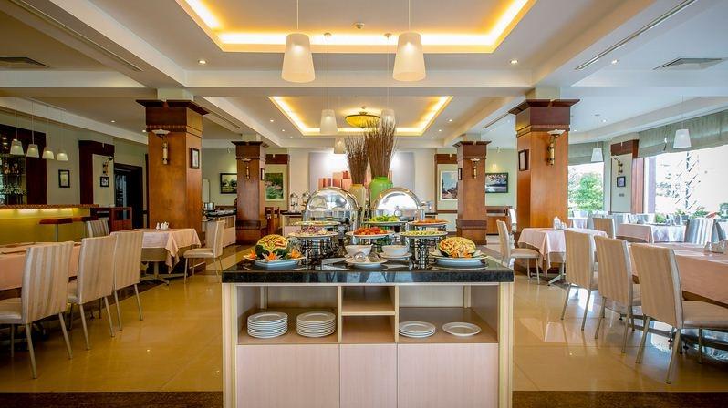Phòng ăn tại khách sạn Sài Gòn Quảng Bình