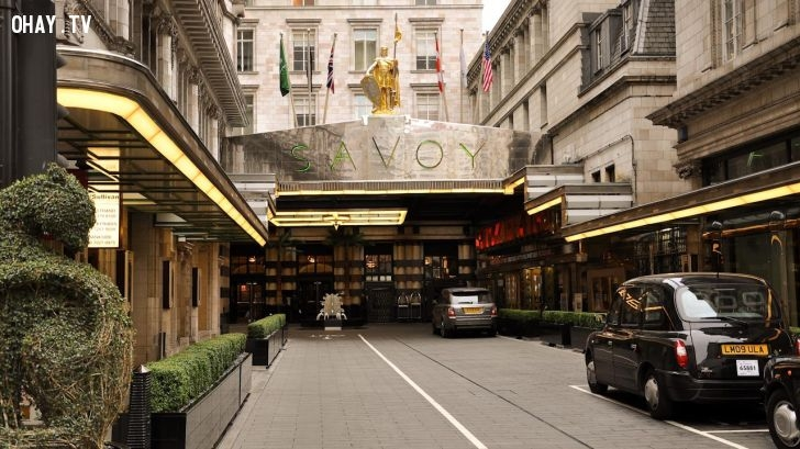 Khách sạn Savoy sở hữu không gian kiến trúc vô cùng sang trọng và độc đáo