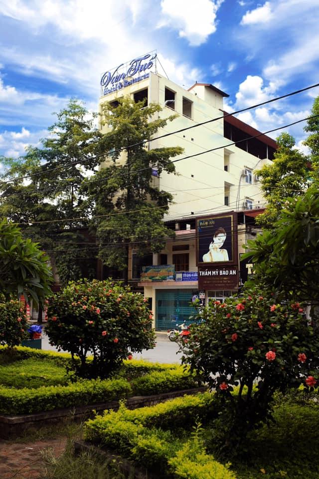 Van Tu Hotel