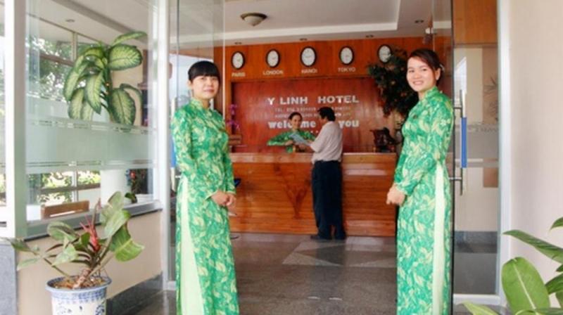 Khách sạn Ý Linh nằm trên đường Nguyễn Huệ, dọc theo bờ biển Quy Nhơn xinh đẹp