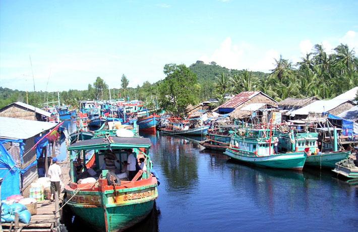 Khám phá cuộc sống địa phương tại làng Hàm Ninh