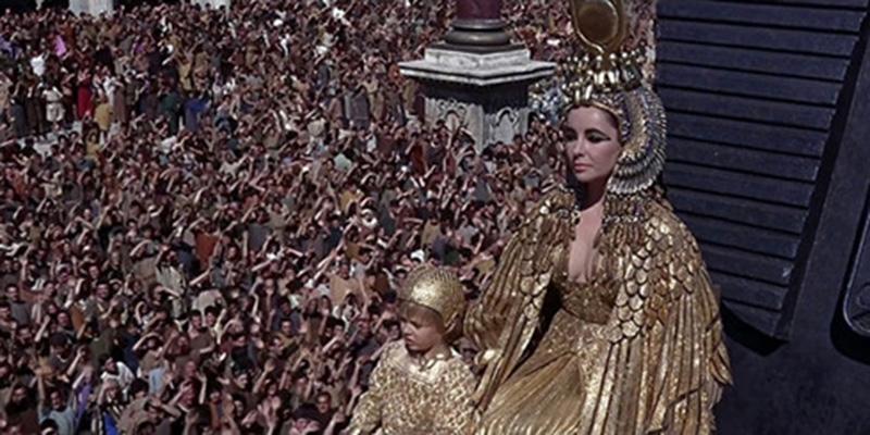 Khán đài thành Rome - Cleopatra