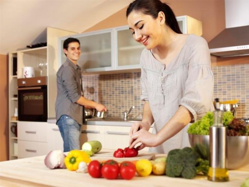 Việc nấu ăn cùng nhau cũng khiến bạn và đối phương cảm thấy khao khát