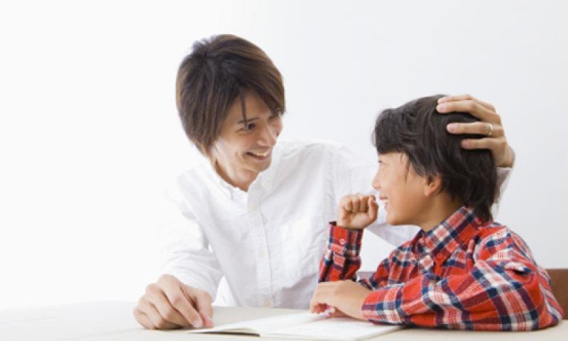 Thường xuyên khen ngợi con trẻ