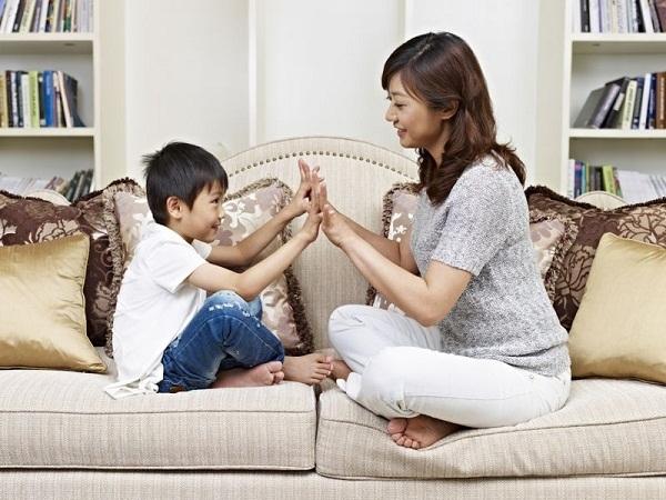 Cha mẹ Nhật khen trẻ cụ thể và rõ ràng