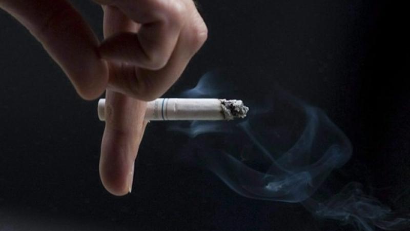 Hãy hỏi ý kiến người bên cạnh trước khi hút thuốc