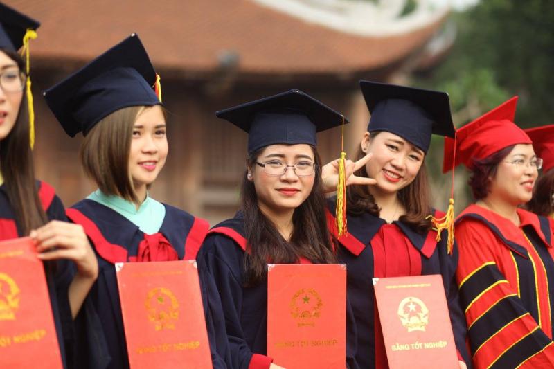 lễ tốt nghiệp của sinh viên khoa công nghệ điện từ - thông tin