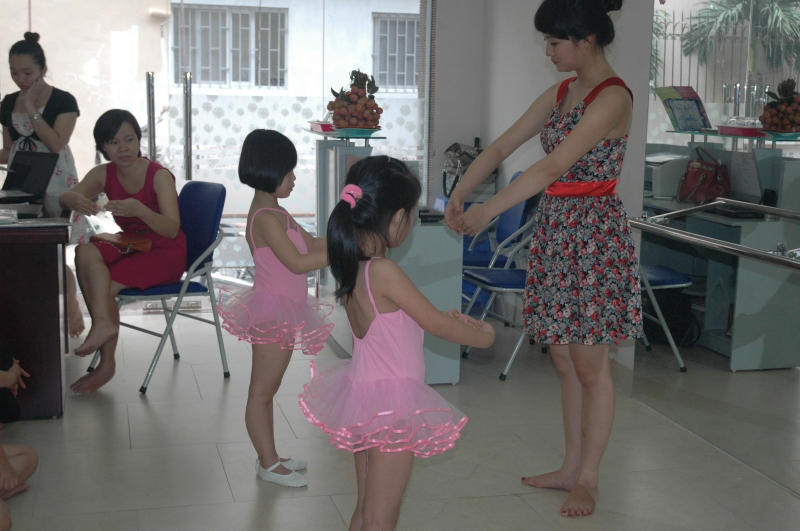 Dạy múa cho trẻ tại Vietskill