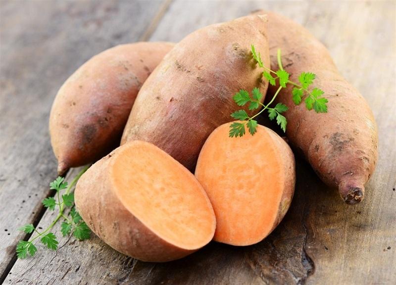 Các món ăn từ khoai lang rất hữu ích để cải thiện làn da khô