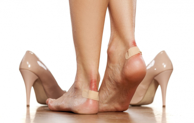 Không bao giờ được đi những đôi giày quá chật hay quá rộng