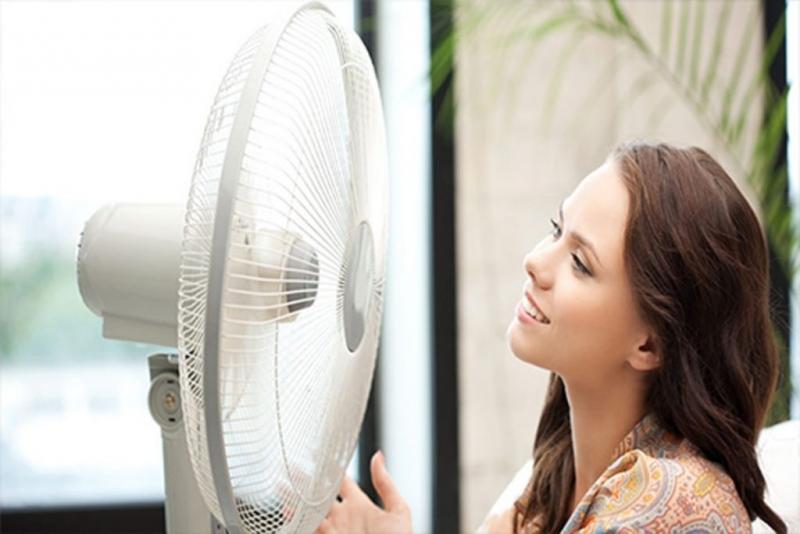 Tắt điều hòa khi không cần thiết, sử dụng quạt vào những lúc không quá nóng