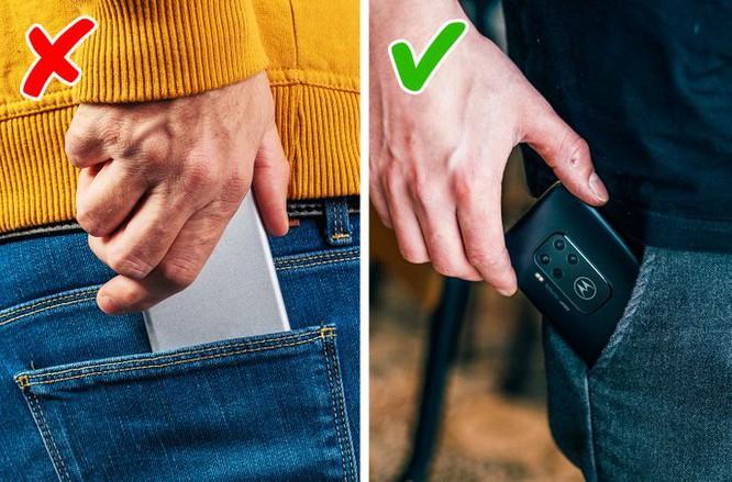 Không bỏ điện thoại vào túi quần sau