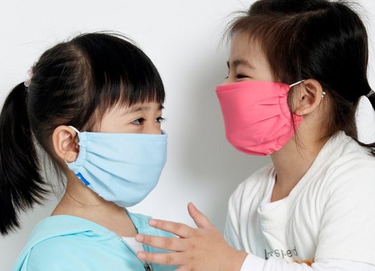 Tránh cho trẻ tiếp xúc với môi trường ô nhiễm