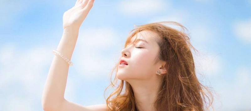 Tia UVA và UVB của ánh nắng mặt trời có thể làm hỏng lớp biểu bì tóc